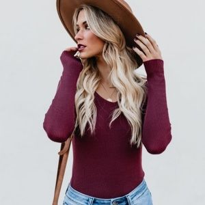 Remarkable ribbed long sleeve top.